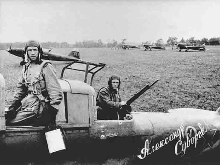 "The crew of the IL-2 ""Alexander Suvorov"" attack aircraft"