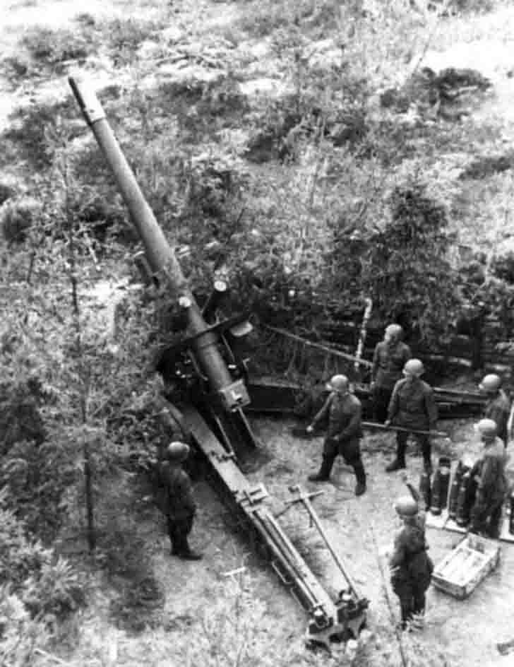 Soviet ML-20 howitzer in firing position