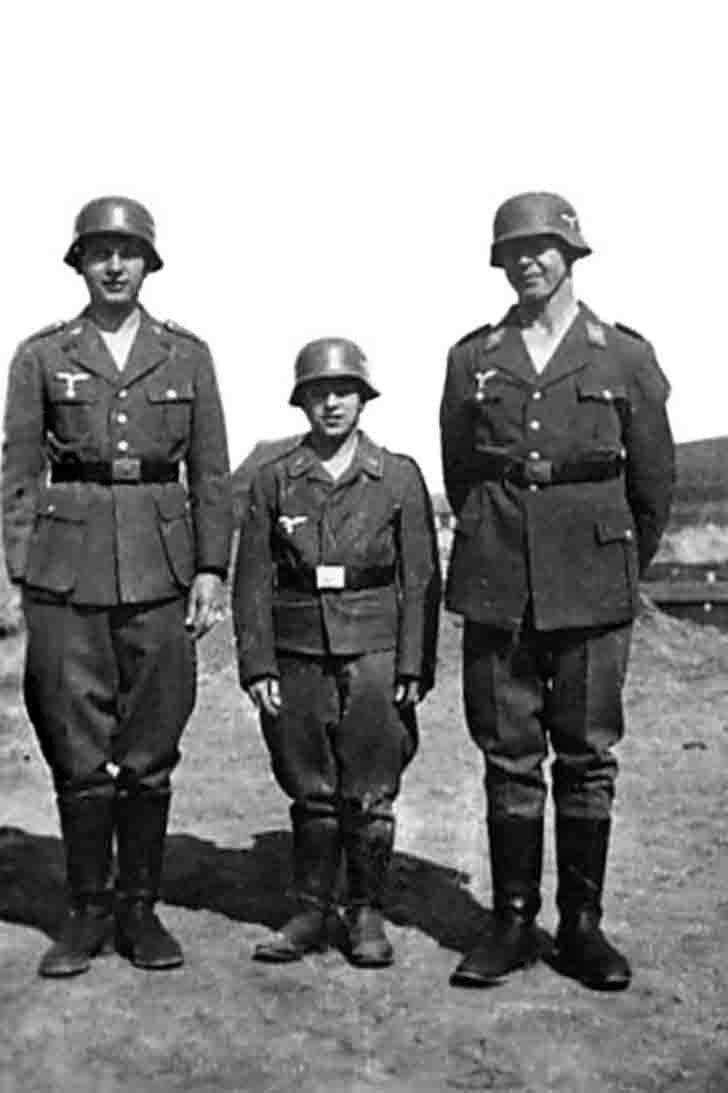 The soldiers from Flackhilfe of the Nazi Luftwaffe