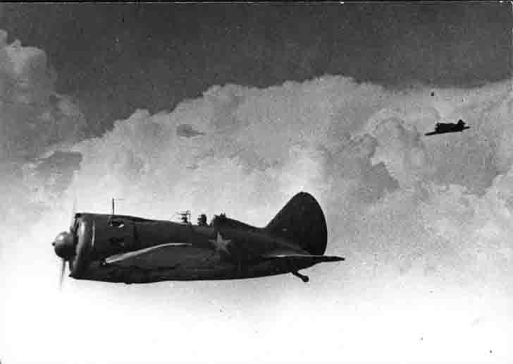 Soviet fighters I-16 in flight