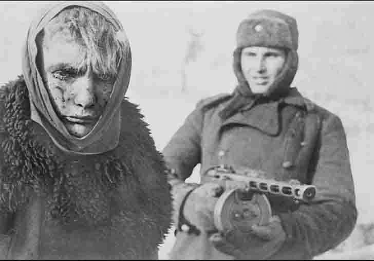 German prisoner of war and a Soviet soldier