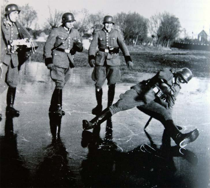 Soldiers from the German Police Battalion on the ice