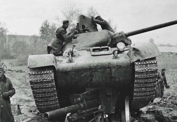 Soviet T-34 tank crushed the German howitzer