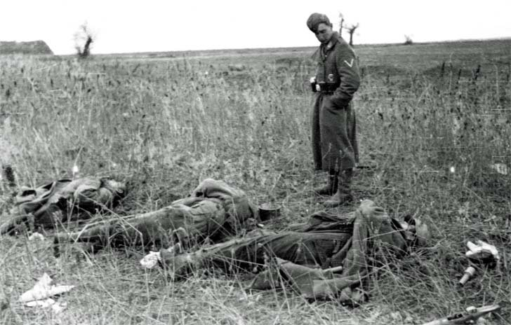 German soldiers and the corpses of Russian