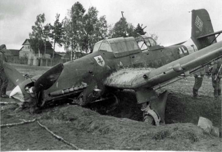 Junkers Ju-87 from SG 2 «Immelmann» after emergency landing