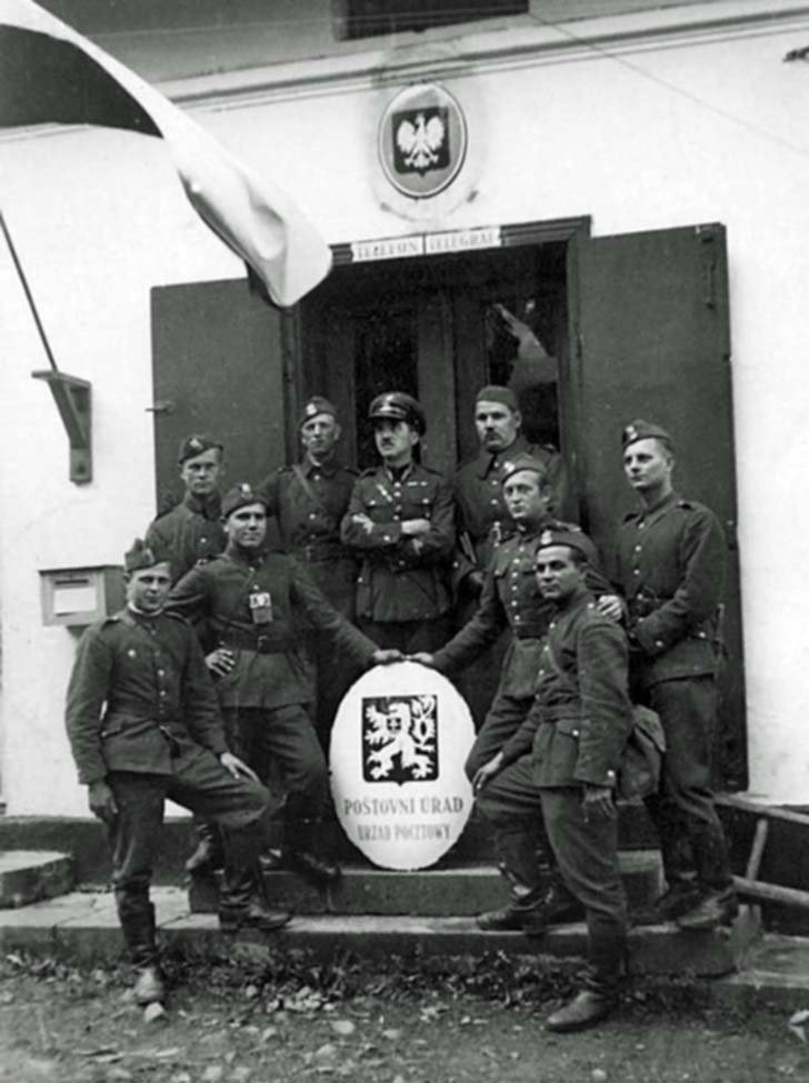 Polish soldiers in the Czech village of Ligotka Kameralna