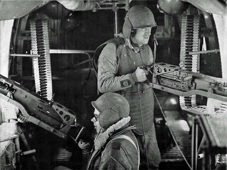 "Machine gunners of the B-24 ""Liberator"" bomber"