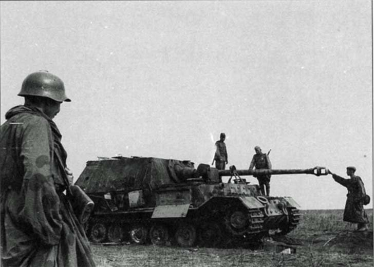 "Soviet soldiers inspect the destroyed ""Ferdinand"" assault gun"