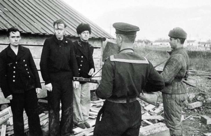 Captured German sailors of the Kriegsmarine in Kerch