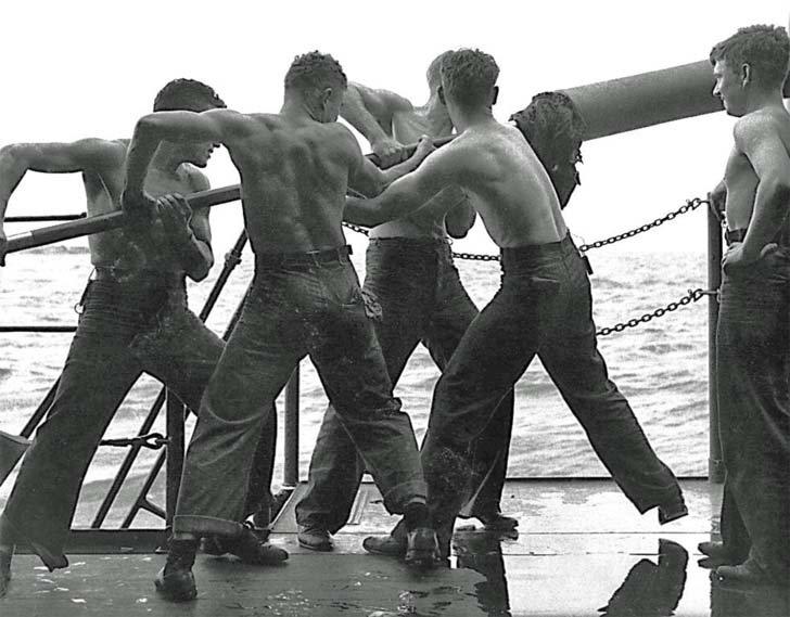 American naval gunners