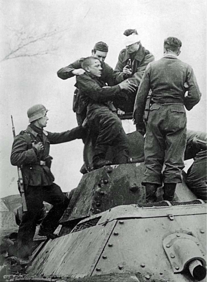 Wehrmacht soldiers captured Soviet tank officer after ramming