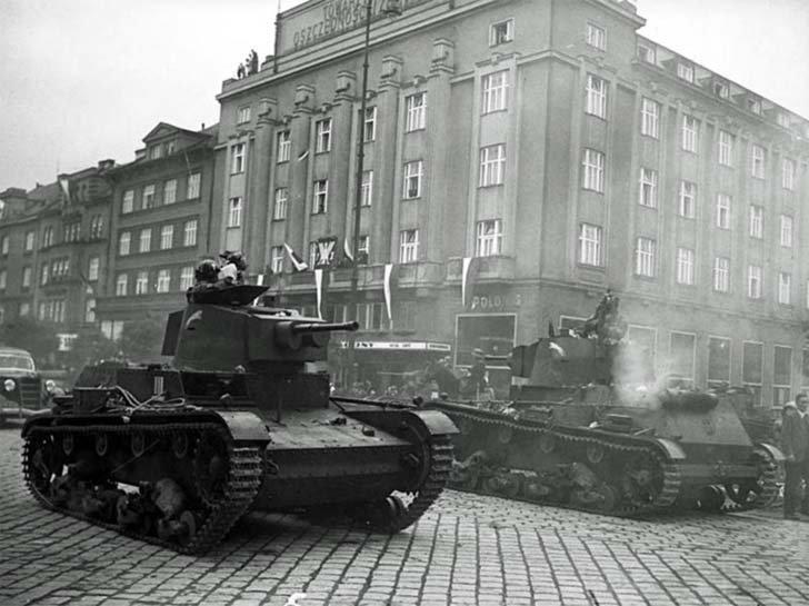 Polish 7TR tanks invaded Czech city Tesin