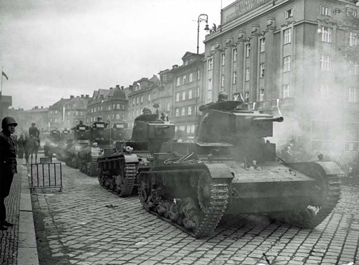 Polish 7TR tanks in the Czech town of Těšín