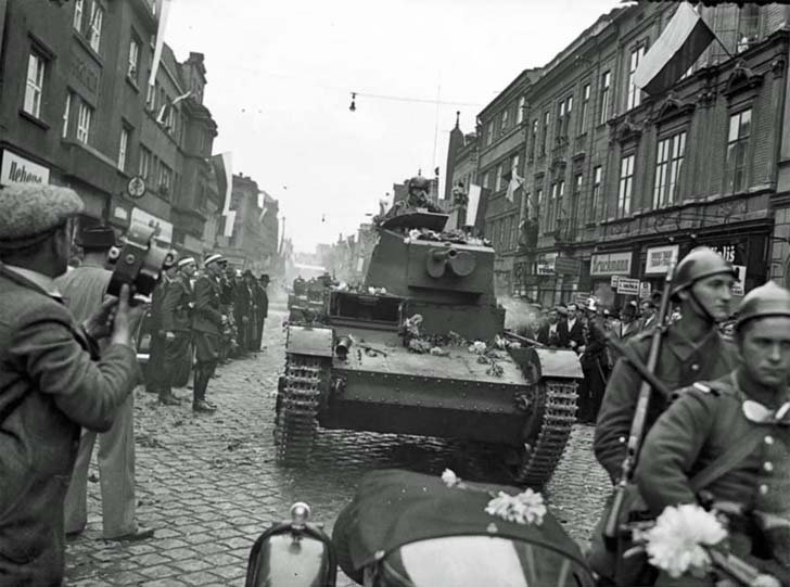 Polish 7TR light tanks on the streets of the city of Těšín