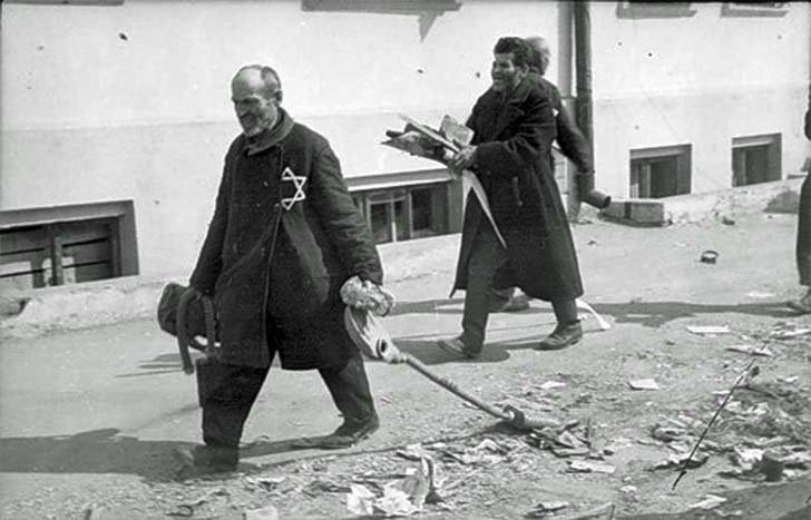 Jews at forced labor in Mogilev, Belarus