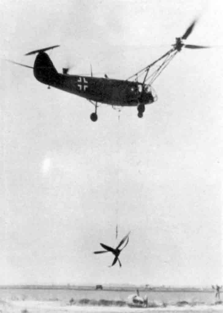 Evacuation of the propeller and the engine of the Do 217 bomber by Fa 223 helicopter