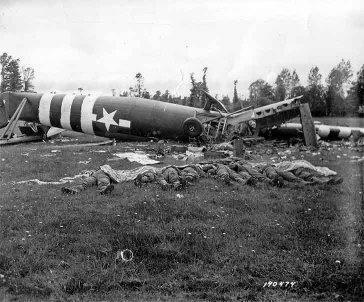 Downed American glider and killed paratroopers
