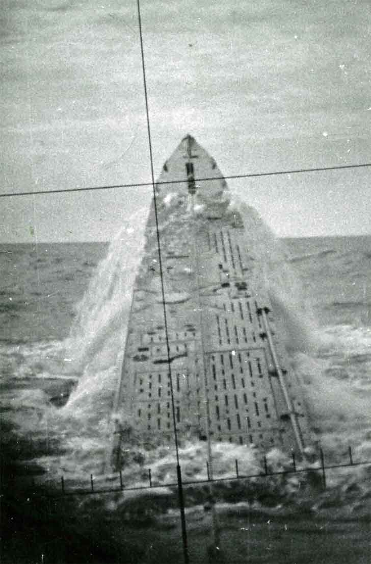 Emergency surfacing submarine U-427