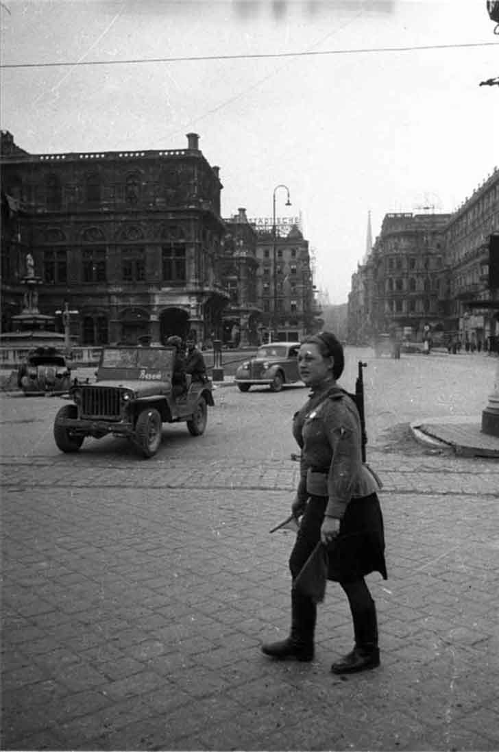 Soviet female traffic cop in Vienna