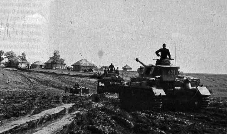 German Panzers do capture Russian village