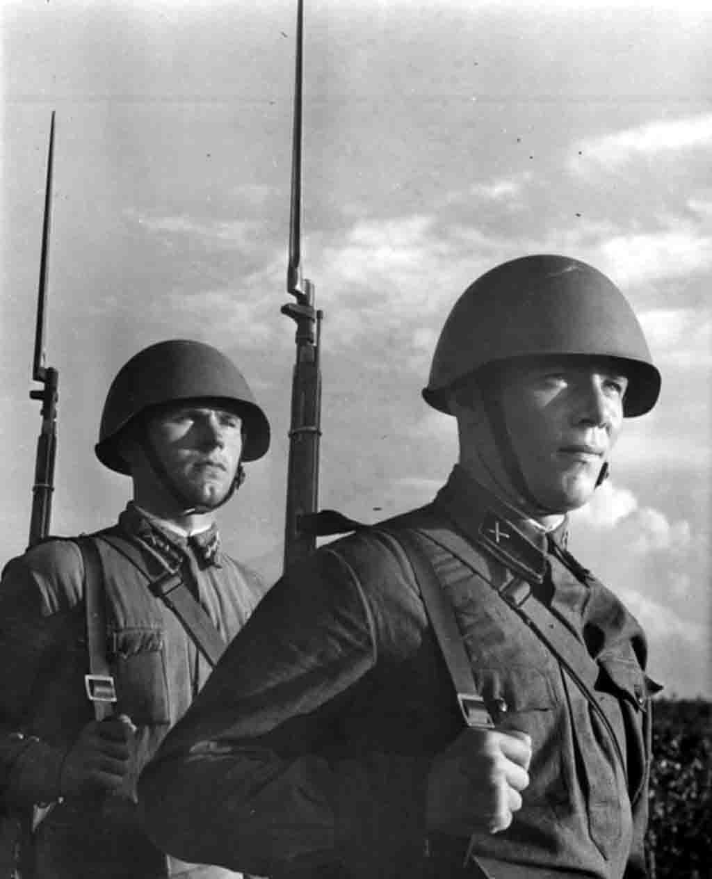 World War II: Artillerymen