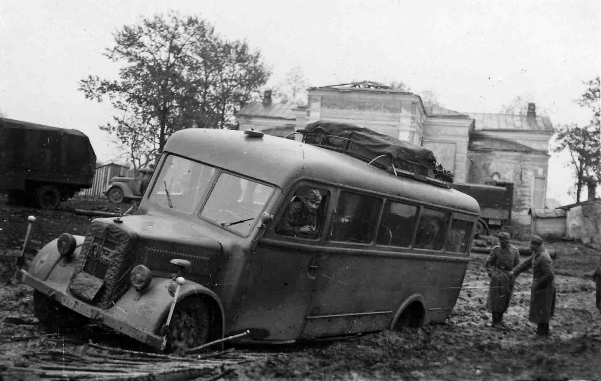 Buses for the Wehrmacht 42