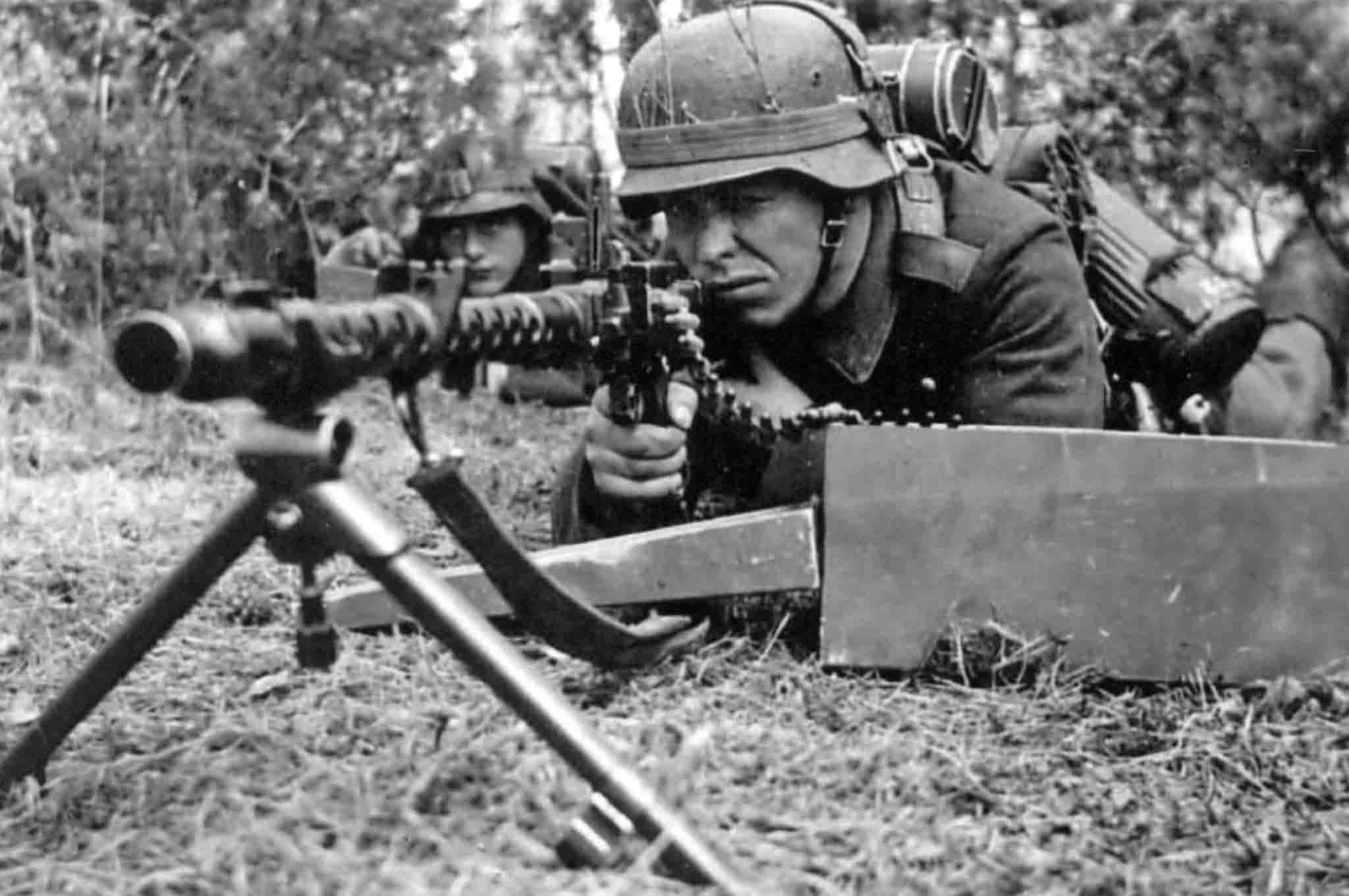 MG-34 machine gunner