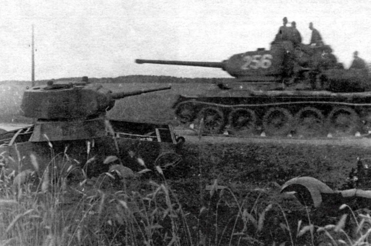T-34-85, T-26