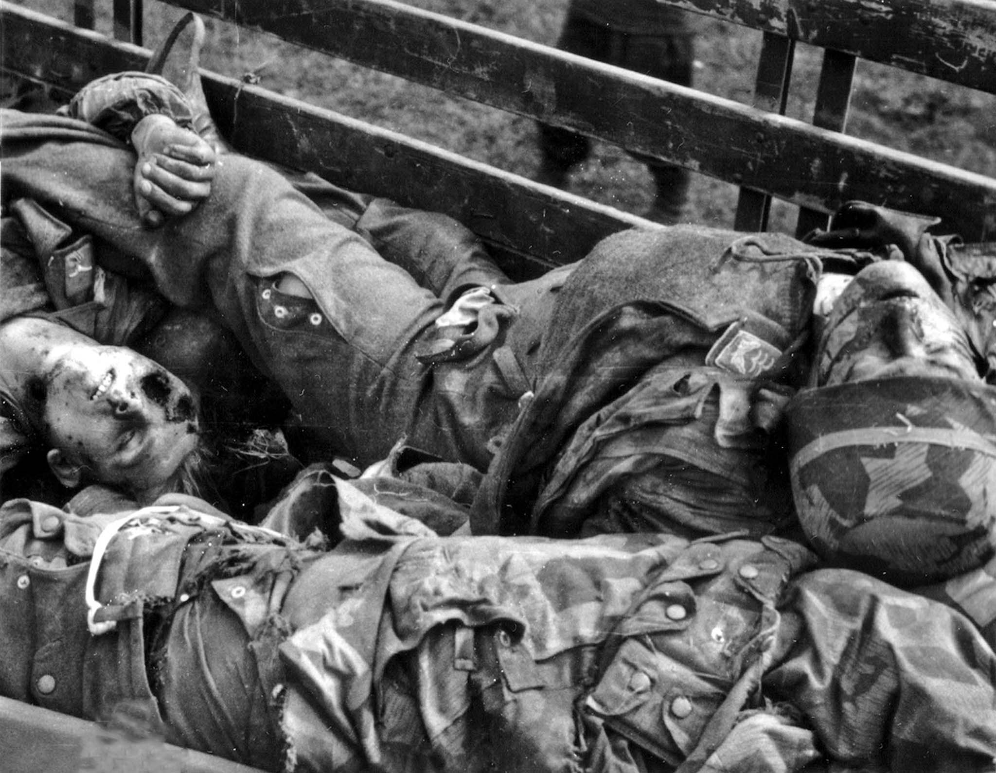 Corpses of German paratroopers