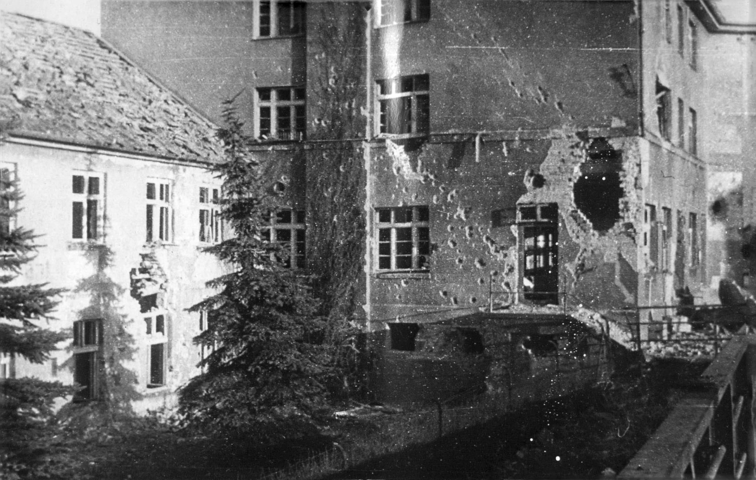 Damaged building in Trandheim, Koenigsberg