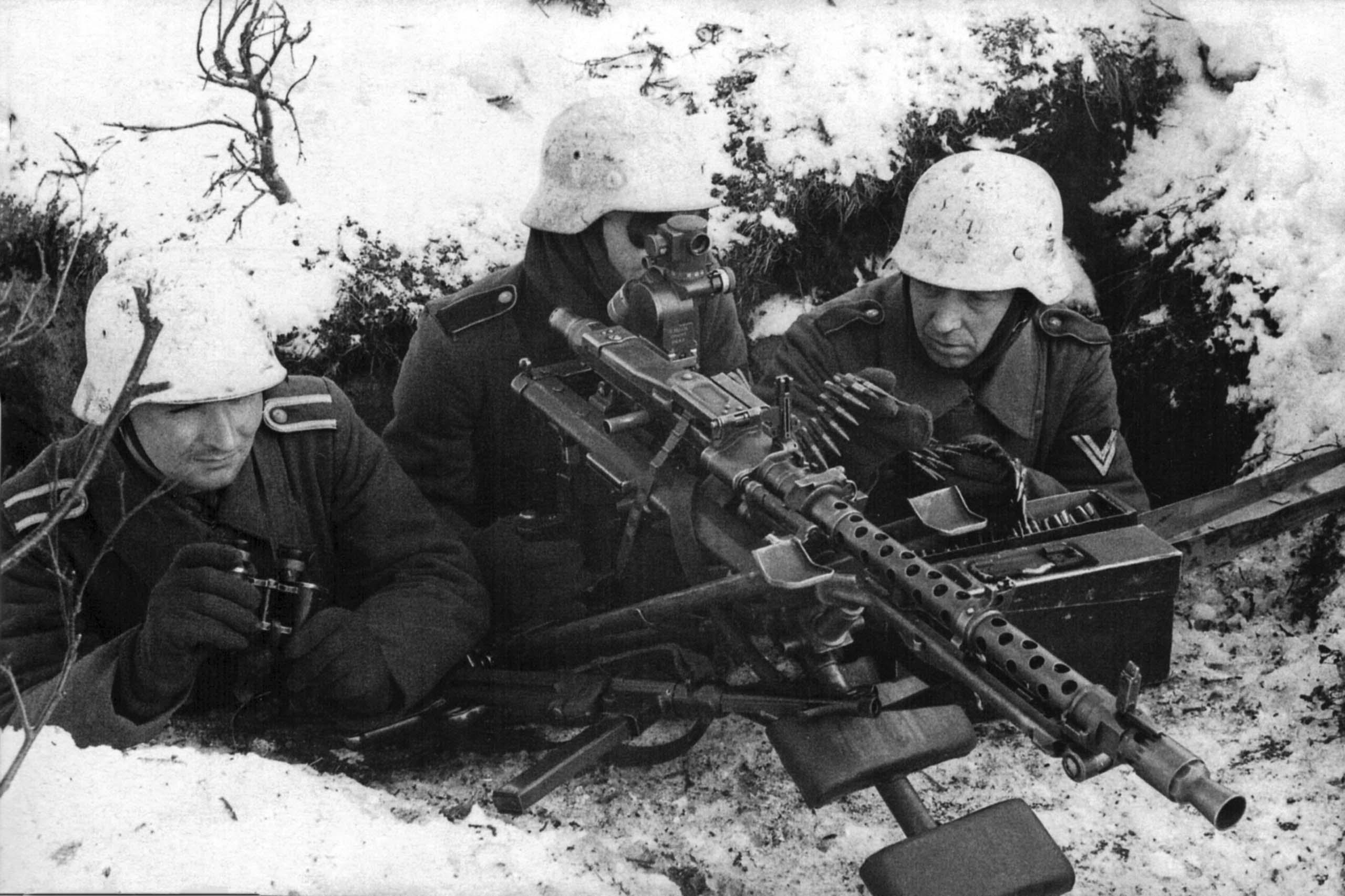 MG 34 team