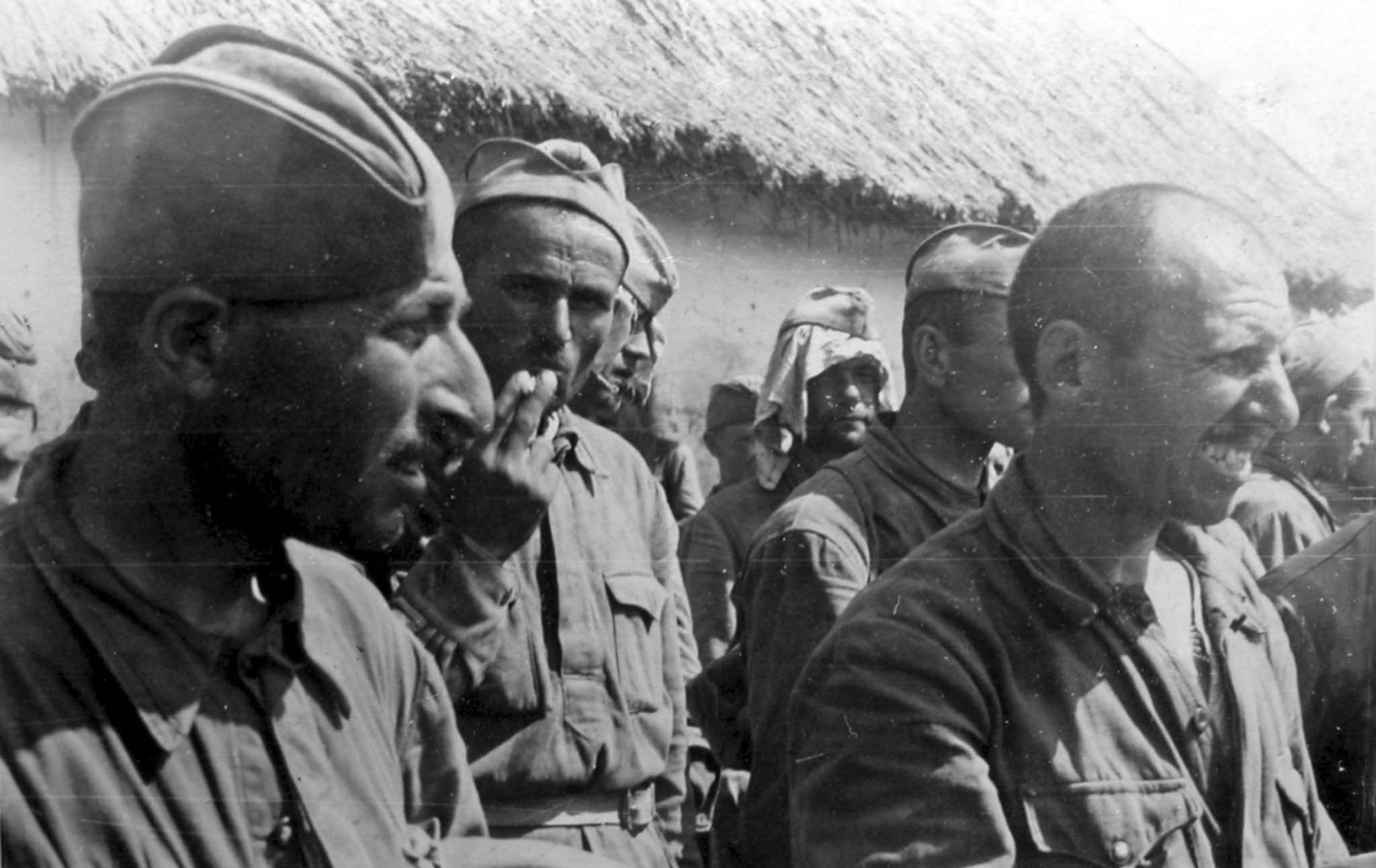 Captured Soviet soldiers