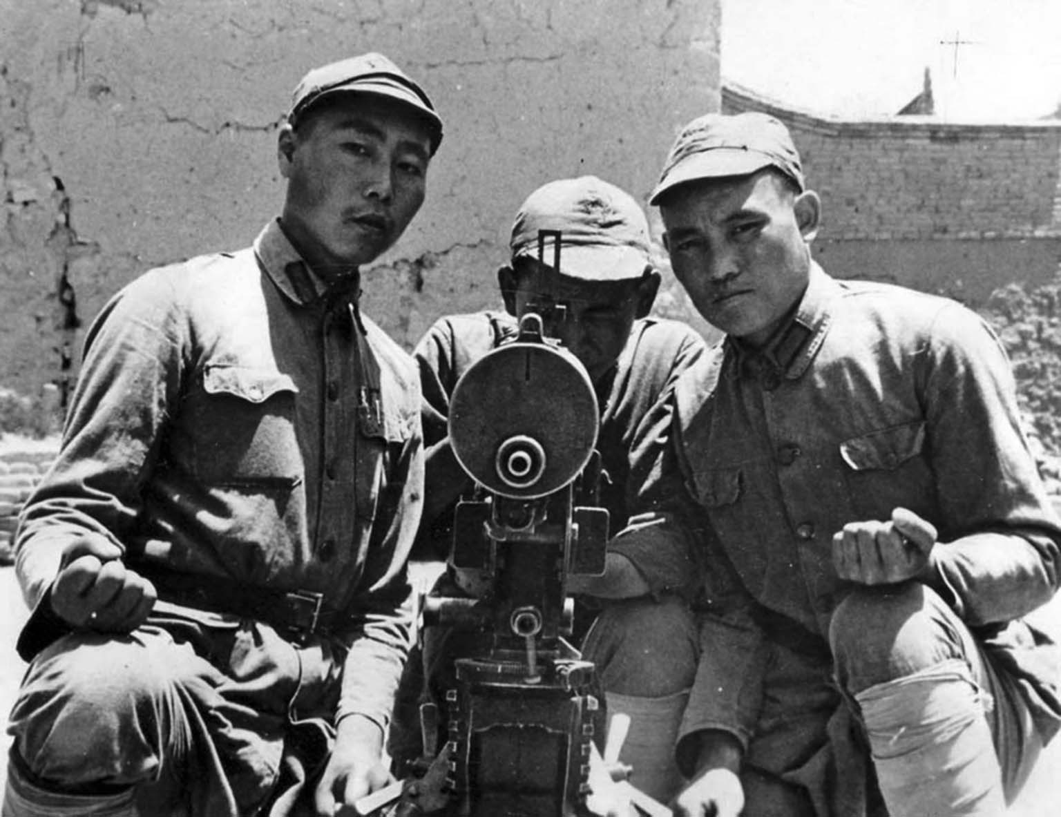 Chinese machine gunners