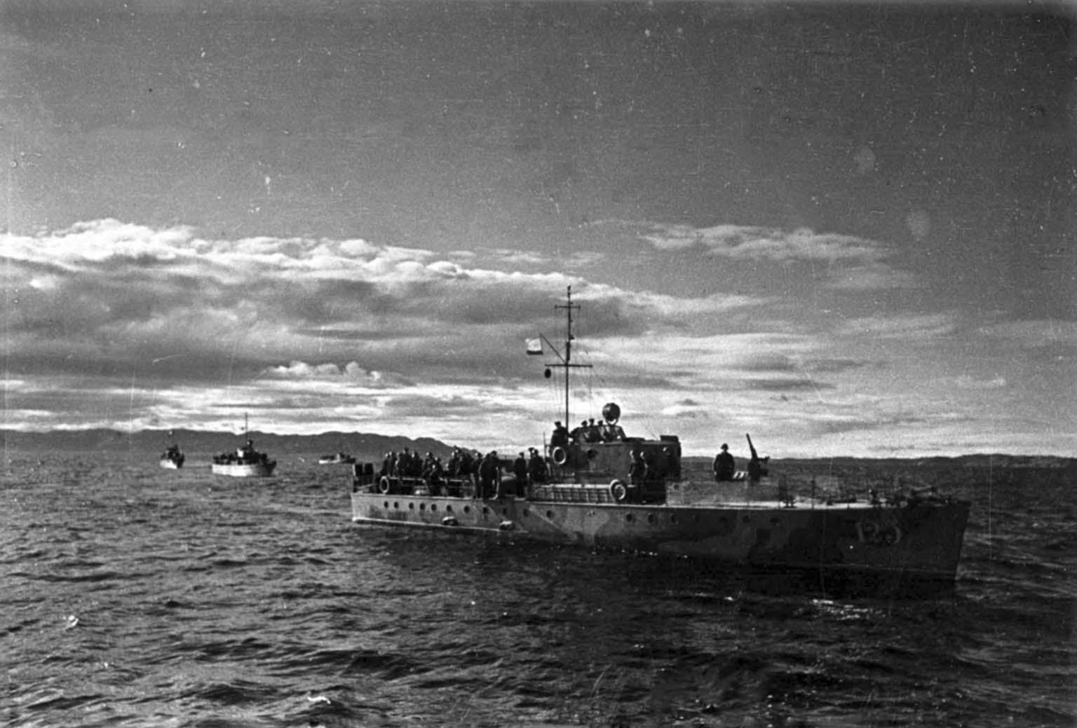 MO-4 boats