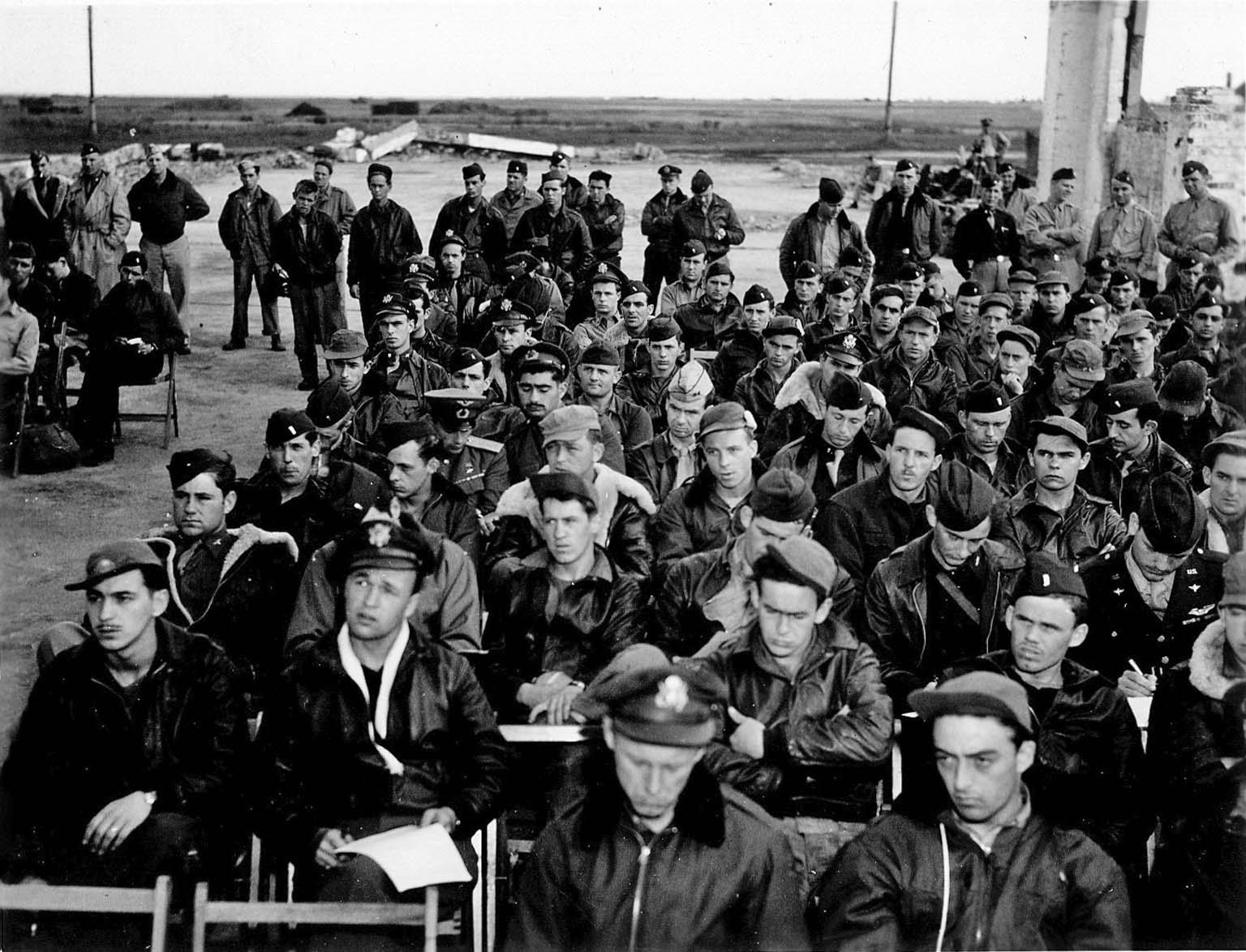 Briefing of American pilots