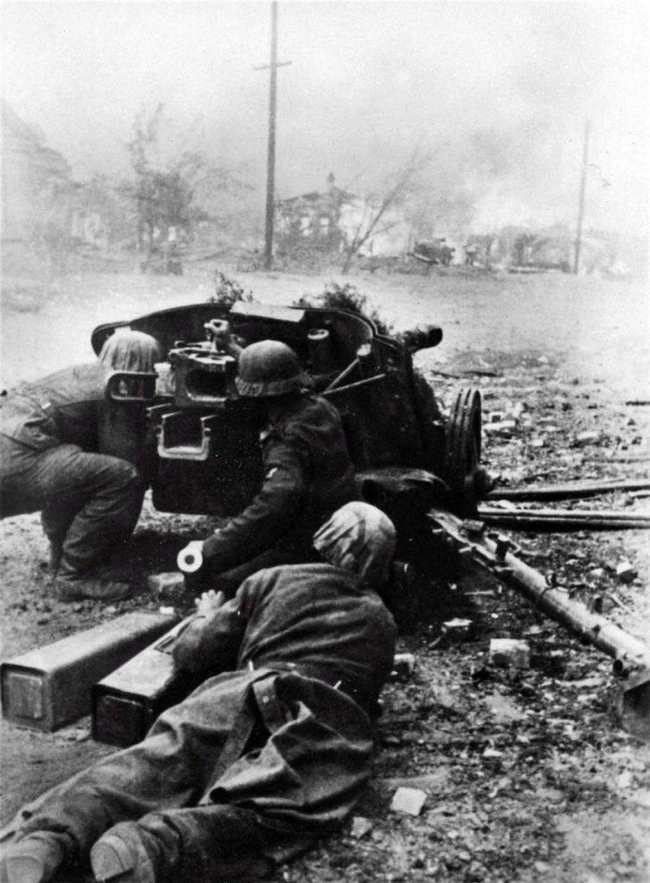 German artillerymen