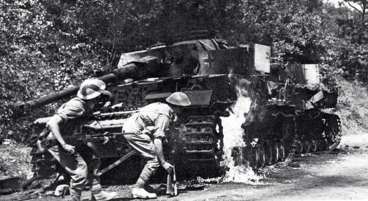 British soldiers, Panzer IV