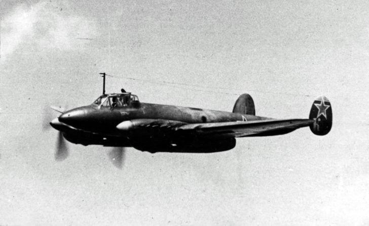 bomber Pe-2