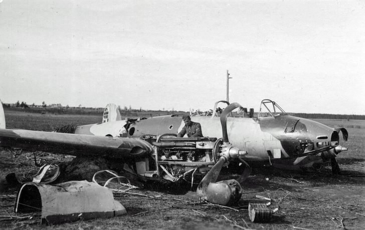 dive-bomber Pe-2