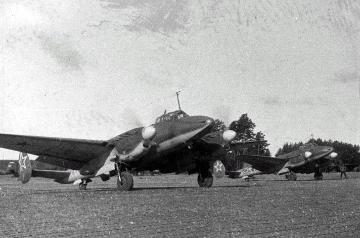 Pe-2 dive bombers