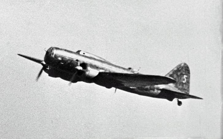 long-range bomber DB-3