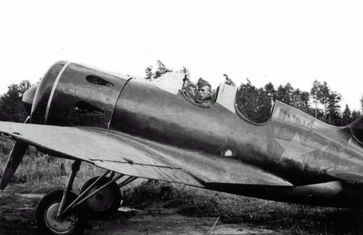 UTI-4 training aircraft