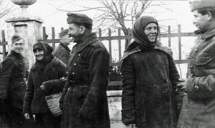 German soldiers, Russian women