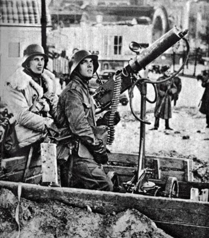 machine gun Maxim