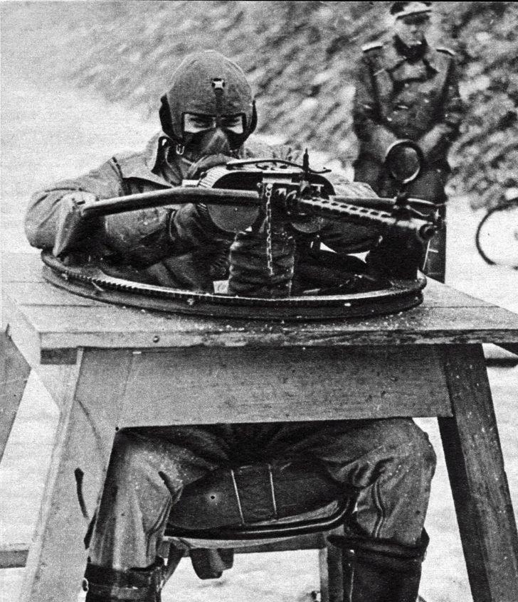 machine gun MG-15