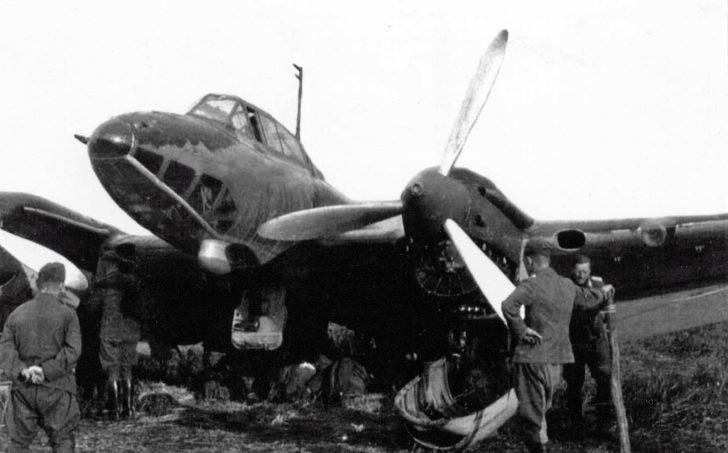 captured dive bomber Pe-2
