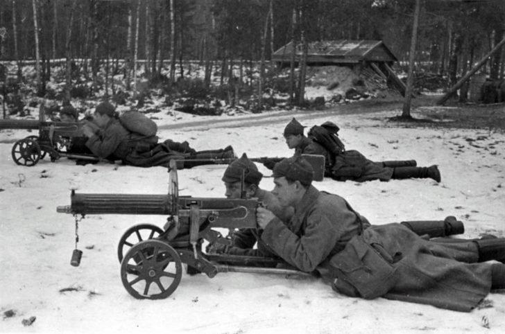 machine guns Maxim