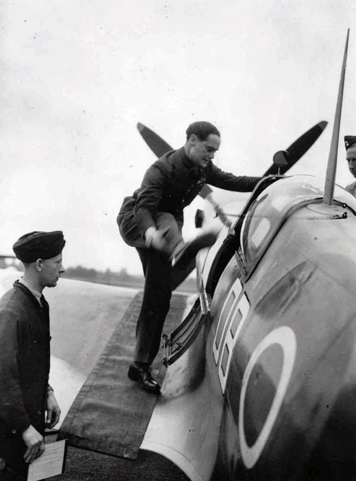 English pilot Douglas Bader