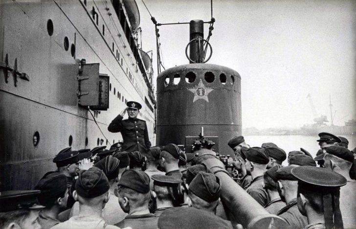 crew of the submarine D-4