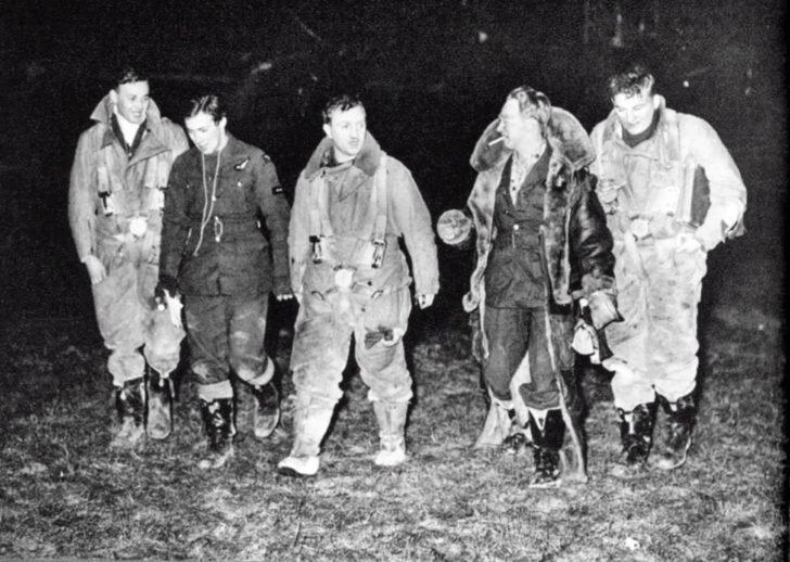 Crew of bomber Wellington